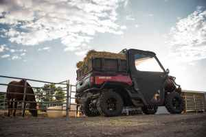 2016 Can-Am Defender XT Intense red - farm 2-min