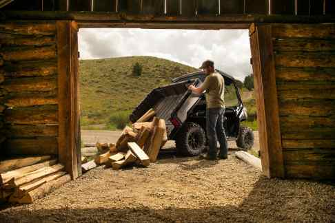 2016 Can-Am Defender XT Magnesium - dumping wood-min