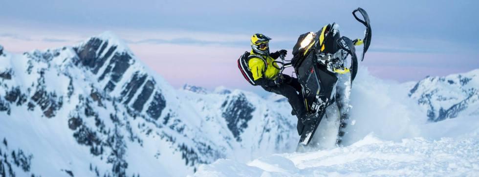 2017-Ski-Doo-Rotax-850-E-TEC-cat-walking